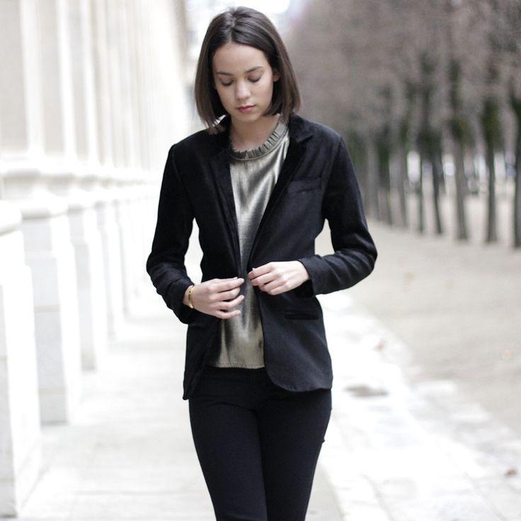 Incarnant par excellence le vestiaire masculin avec sa coupe droite et souple, et l'allure « effortless-chic » de la parisienne, la veste Inès est...