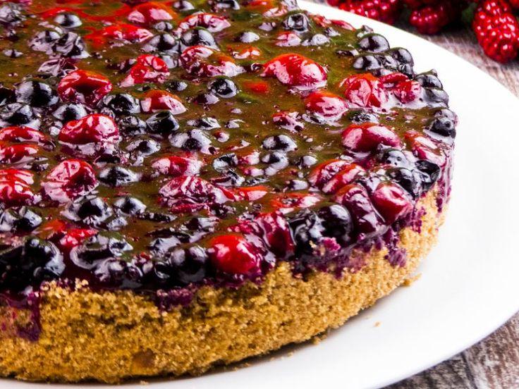 Cheesecake cu vișine și coacăză – un desert gingaș, proaspăt și aromat!