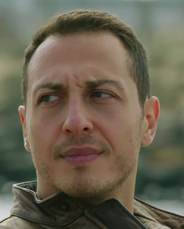 Ali Aksöz as Mert