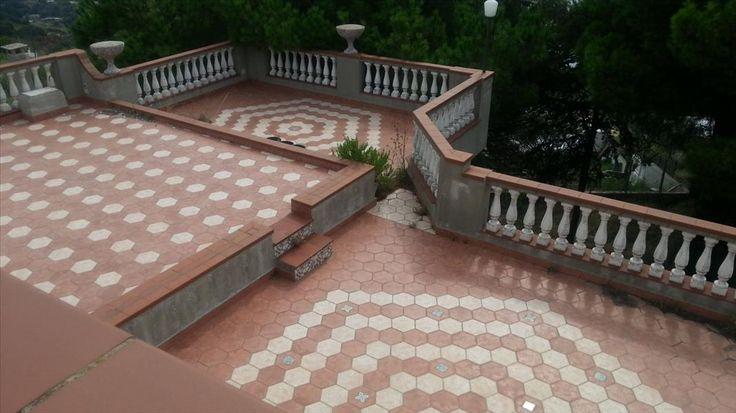 V25957: Villa in Vendita a Serrara Fontana (NA) - Real Estate Web Mq: 900  Cucina: Abitabile  Bagni: 6  Condizioni: Da ristrutturare  Piano: 3