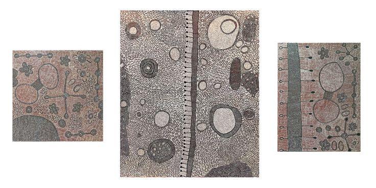 A gauche, une peinture de l'artiste Aborigène Yalti Napangati, 91 x 91 cm. Au centre une œuvre magistrale de l'artiste Aborigène Yinarupa Nangala, 185 x 152 cm. A droite, une peinture de l'artiste Aborigène Yalti Napangati, 122 x 91 cm. Provenances : Papunya Tula Artists. © Photo : Aboriginal Signature • Estrangin gallery with the courtesy of the artist.