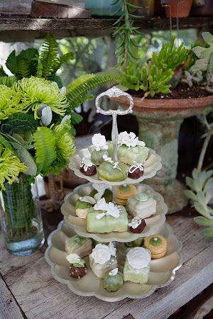 Vintage Botanical Garden Wedding Inspiration (Chris Wojdak Photography) #wedding #gardenwedding #vintagewedding #botanicalgarden #greenhousewedding