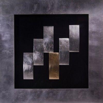 Obraz przestrzenny Abyss   Wyjątkowe wzornictwo tej dekoracji nawiązuje do otchłani. Jeden z elementów jest w kolorze miedzianym co wyróżnia go spośród całości. Rzeźba jest tworzona ręcznie przez artystę i osadzona na czarnym płótnie oraz oprawiona w solidną srebrną ramę. Dekoracja dodaje stylu we wnętrzu i przykuwa uwagę tworząc punkt centralny w pomieszczeniu.