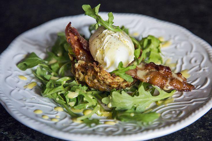 Coupole de roestis bénédictine à l'emmental, à la roquette et au bacon #recettesduqc #dejeuner #brunch #oeuf #bacon