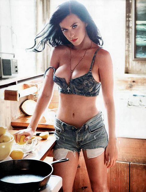You guys don't wear this when you're making breakfast? #katyperry
