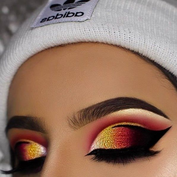"""14.1k Likes, 111 Comments - BEAUTY BAY (@beautybaycom) on Instagram: """"@ayeeshabx slayyysss this lit AF sunset eye look - we're completely obsessed! Hit up the link in…"""""""