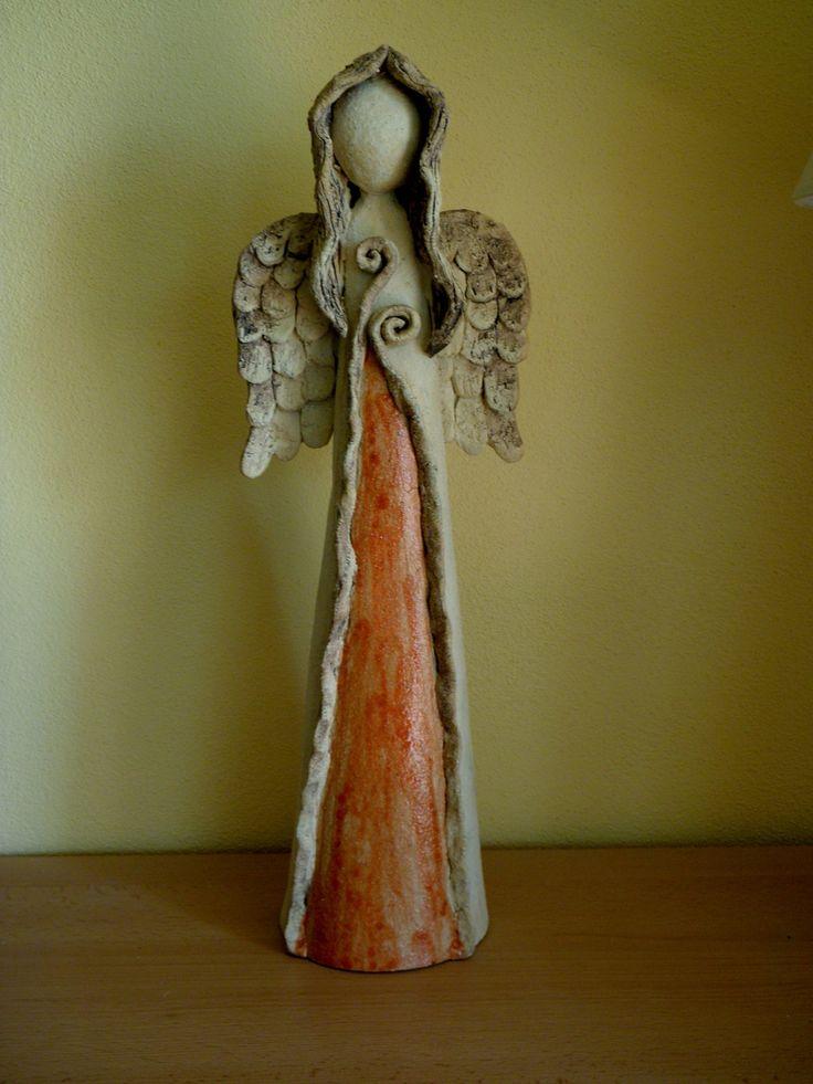 Andělka Orinka Šamotová hlína, výška cca 45 cm.