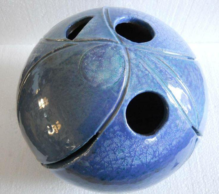 """"""" infinito azzurro..."""" scultura ceramica modellata a mano, colorata con smalti.Diam cm 30"""