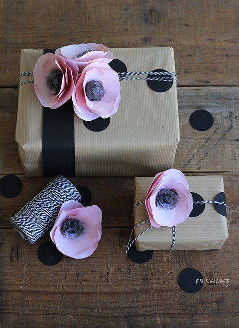 It's time to wrap! #ontheblog Paper flowers tuto by @lia griffith