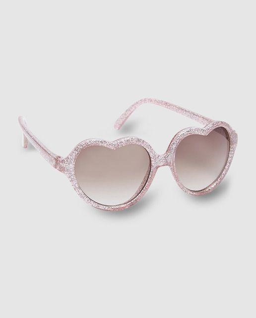 Gafas en color rosa con marcos de plástico en corazón. Lentes de plástico polarizados y protección UV.