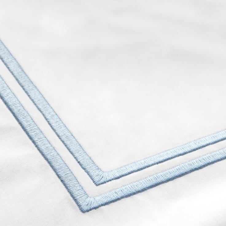 Realce con doble raya en color azul