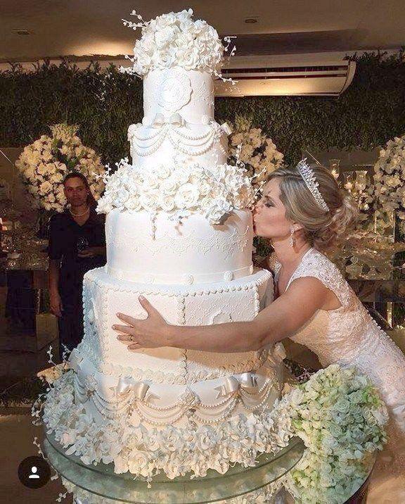 Weddingwire Lite stellt traditionelle Hochzeitstortenentwürfe von Wedding C…   – Torten