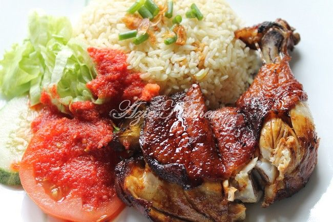 Azie Kitchen: Nasi Ayam Kak Laily Subang Jaya Yang Tersohor  Yup!!! Growing up eating this chicken rice...