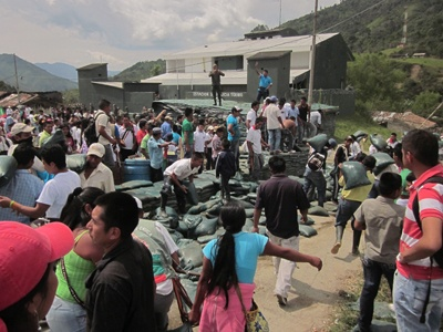 Las comunidades indígenas del Cauca, estás echando fuera la guerra, sacan a las FARC y sacan al ejército