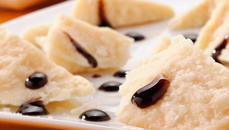 L' #AcetoBalsamico è una delle eccellenze dei prodotti #MadeinItaly. I cultori del salato lo apprezzano sui #formaggi più nobili, saporiti e piccanti; gli estimatori delle dolcezze lo abbinano con la crema pasticcera, i dolci al cioccolato, i gelati e i frutti di bosco.