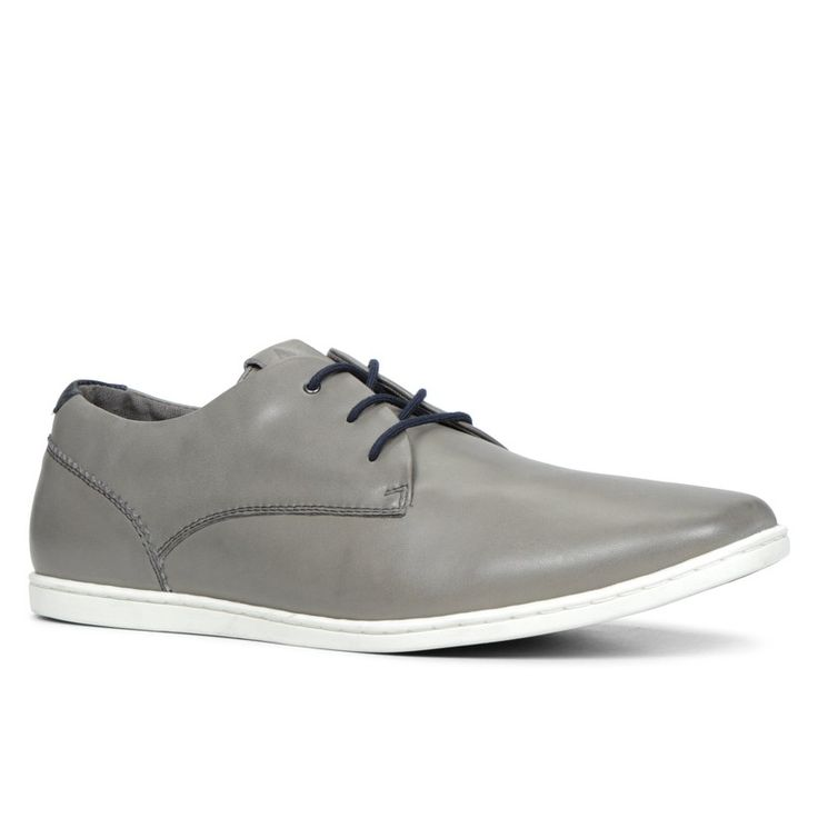 Scarpa chiara da abbinare a pantalone chiaro. Light color shoe to match with light color pants