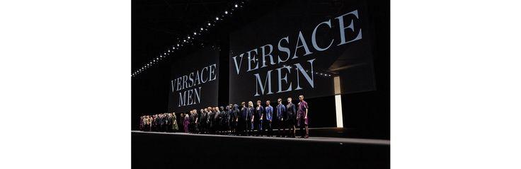 Hommage à Prince, A.D.N sportswear, ode au monochrome... 5 choses à retenir du défilé Versace homme printemps-été 2017, présenté à Milan le 18 juin 2016.
