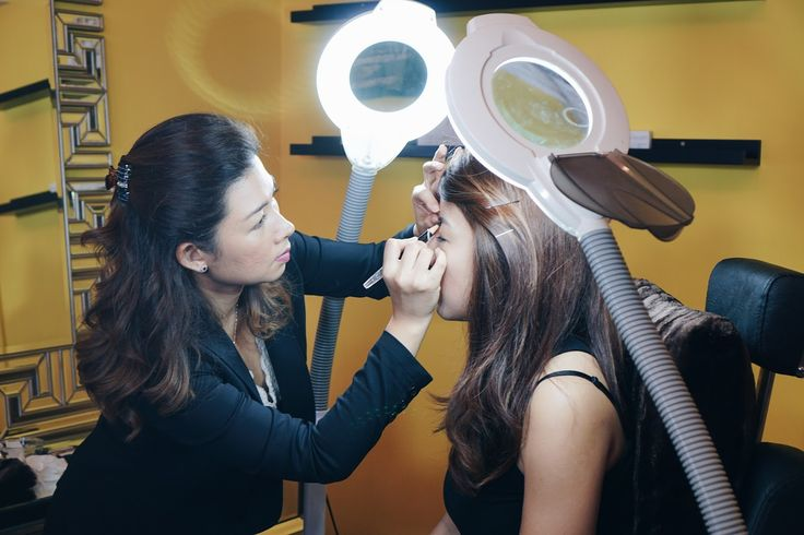 Benefits of 6D eyebrow embroidery .For more information visit on this website http://zoniaraymond.blogspot.sg/2016/12/6d-eyebrow-embroidery-at-nouri-face-and_12.html