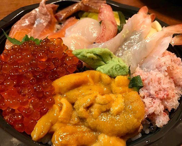 WEBSTA @ saporin_0109 - 海鮮丼♡ウニ、イクラ、カニ、エビ♡マグロ、サーモン、ブリより断然、魚卵甲殻類らぶです。今日は早めにおやすみしよー#東京のデリバリーすごいです#田舎者#デリバリーはまってます#特に中華街頻用#2年前まで毎日自炊してたのが嘘のよう#ダメ女#アル中#食衣住#デリバリー#海鮮丼#いくら#うに#カニ#エビ#サーモン#ほたて#魚卵らぶ#エビハンター#ikura #uni#club#shrimp #salmon #rice #sashimi #delivery #tokyo