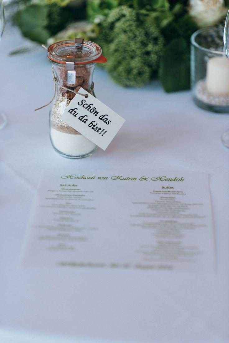 Als Gastgeschenk zur Hochzeit eine individuelle Backmischung. Foto: Sandra Hützen