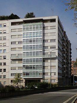 260px-Milano_-_casa_Feltrinelli_02.JPG (260×347)