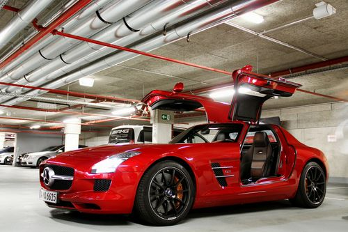 17 best images about the sls amg on pinterest models for Mercedes benz with wing doors