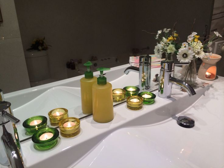 Bathroom in Yellow and Green