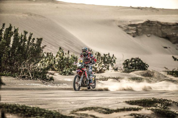 Dakar 2018 | Benavides fue tercero en la etapa y cayó al segundo lugar  Foto: Cadena3  El piloto salteño que era líder de la general ahora es escolta de Adrien Van Beveren que recuperó la punta. Tercero está el español Barreda Bort que ganó el tramo pero podría abandonar.  El piloto salteño Kevin Benavides quedó tercero en la etapa que unió La Paz y Uyuni en la reanudación del Rally Dakar tras la jornada de descanso y cayó al segundo lugar en la general puesto que volvió a ocupar el francés…