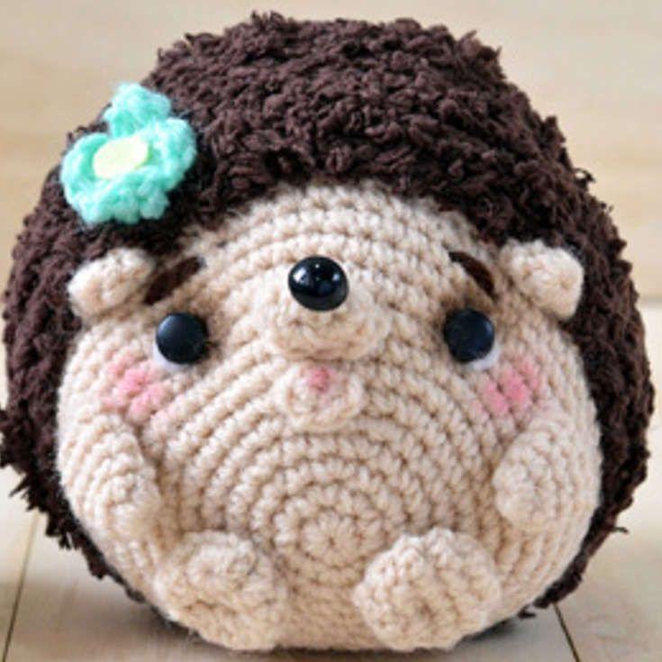 Free Hedgehog Amigurumi Crochet Pattern http://wixxl.com/free-hedgehog-amigurumi-crochet-pattern/