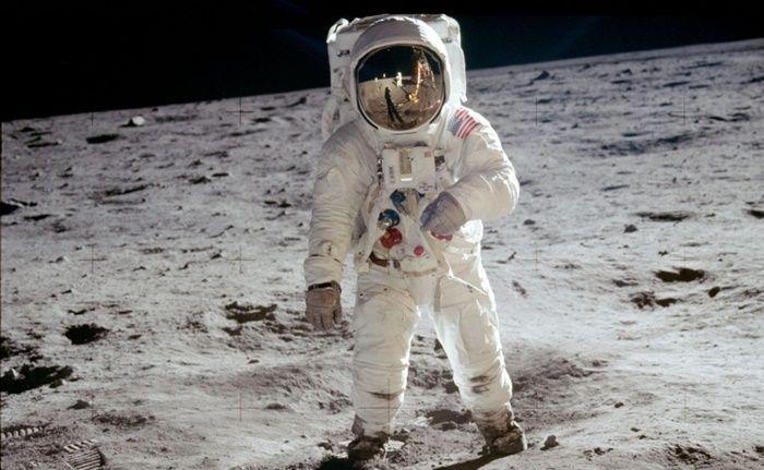 İlerleyen zamanlarda uzay araştırmalarını daha iyi bir düzeye taşıma amacı ile NASA astronot alımı yapmaya başladı. Şüphesiz ki herkesin içinde ufacık da olsa uzaya merak vardır. Ancak bazıları da vardır ki uzayı diğerlerine göre çok daha fazla merak etmekte ve bu yüzden de astronot olmak onlara çekici gelmektedir. İşte bu astronot olmak isteyen kişiler için …