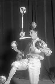 Enrico Rastelli http://www.juggling.org/fame/rastelli/