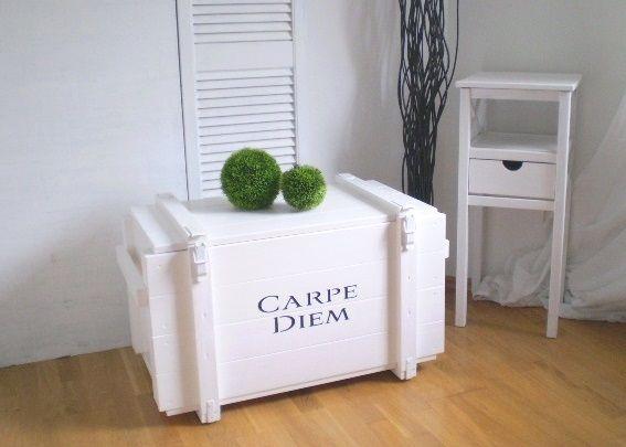 Weiße Truhe im Landhaus-Look  CARPE DIEM von Galerie-Artcat via dawanda.com