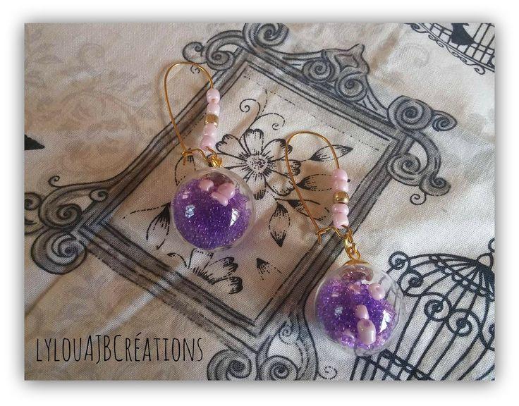 """Boucles d oreilles """" Boules à facette """" Boules en verre remplie de caviar de perle violette : Boucles d'oreille par lylou-ajb-creations"""