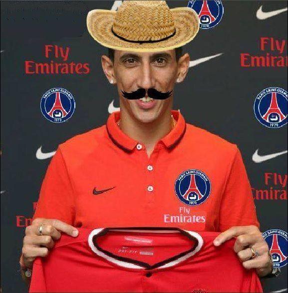 Argentyńczyk w kapeluszu i z wąsami prezentuje swoją koszulkę klubową • Angel Di Maria został nowym piłkarzem Paris Saint Germain >> #psg #dimaria #football #soccer #sports #pilkanozna