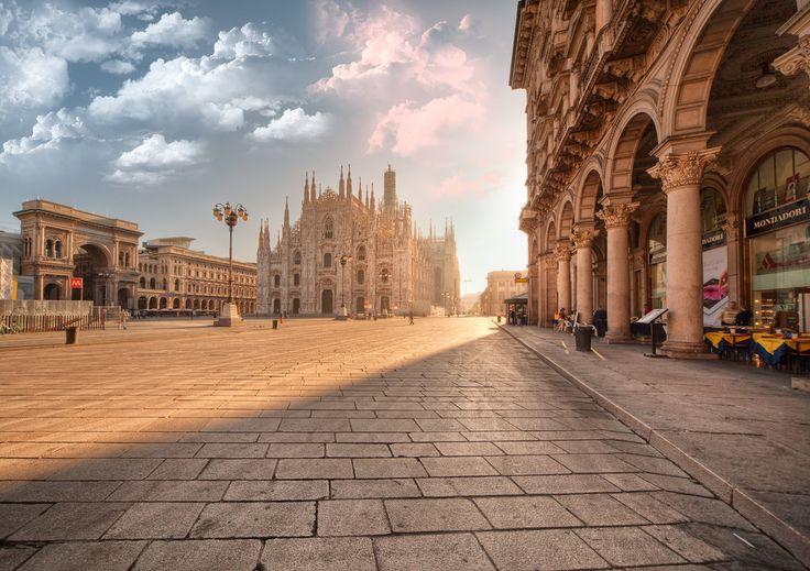 Milánó majdnem elpusztult a nehéz bombázás során a második világháború alatt, de azóta a várost felújították, és manapság az ország pénzügyi és divat fővárosaként ismert. Milánó leghíresebb helye a Santa Maria della Grazie Templom, ahol a da Vinci Utolsó vacsora freskója található. A XIV. századi Sforza-kastély ad otthont a Museo d'Arte Antica kiállításnak, amely során megtekinthetőek Michelangelo utolsó művei közül a Pieta-szobrok.
