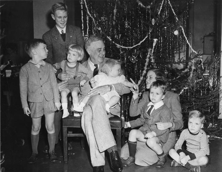 best eleanor roosevelt images american  president franklin d roosevelt hyde park new york celebrating christmas his grandchildren left to right fdr iii eleanor sistie dall