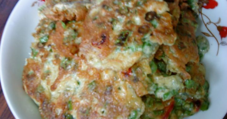 This is another egg omelette that we had with porridge 'moy' for yesterday's lunch. Long beans was cheap and the ingredients are simple. ...