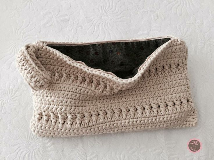 Bolso hecho de crochet
