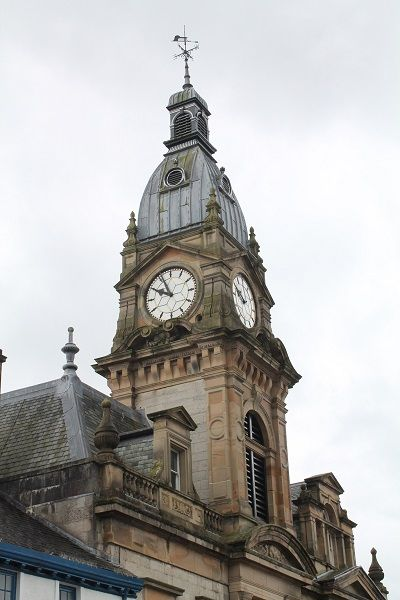 Time to restore Kendal clock tower http://www.cumbriacrack.com/wp-content/uploads/2017/06/The-clock-tower.jpg Scaffolding is about to be erected at Kendal Town Hall in preparation for the sympathetic restoration of the listed building's clock tower.    http://www.cumbriacrack.com/2017/06/12/time-restore-kendal-clock-tower/
