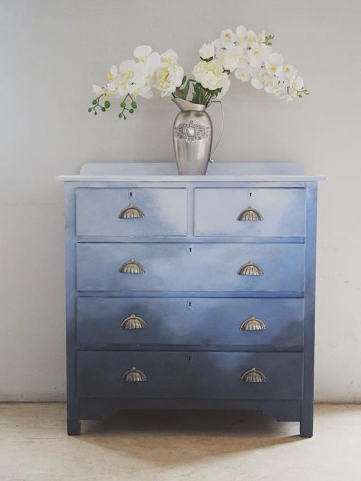 The colors in this chest of drawers incite images of dreamy, idyllic skies   Dé…