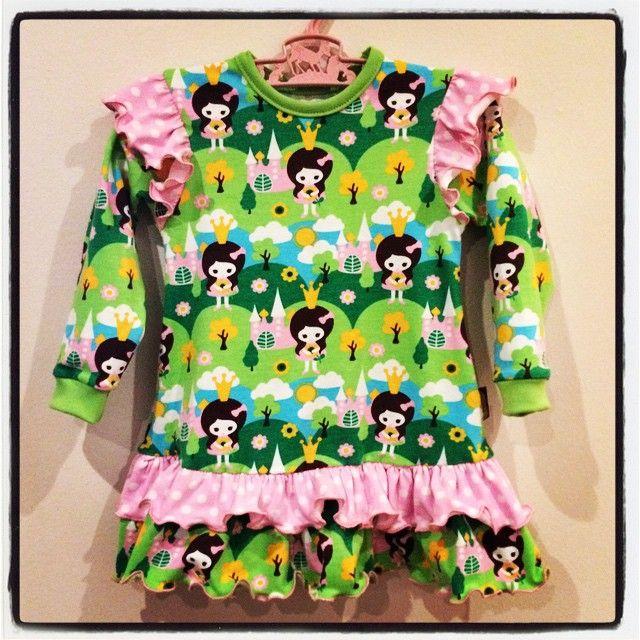 Cute princess dress sewn by @astridsmor, jersey fabric from liandlo.com