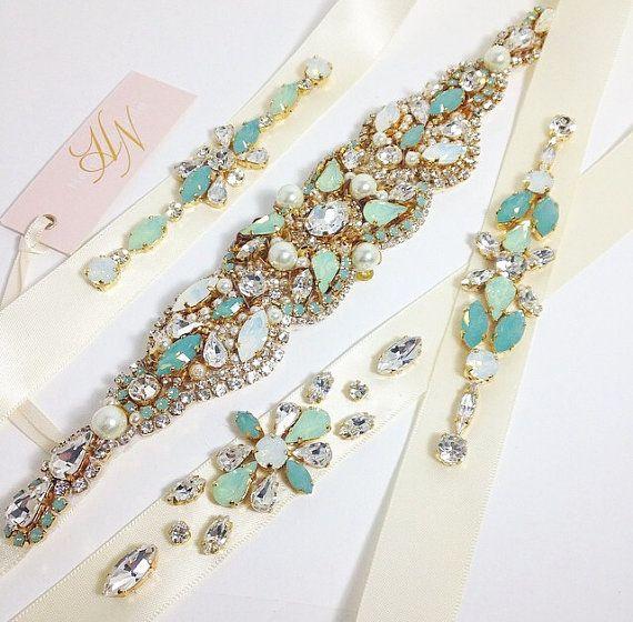 Items op Etsy die op Bruidsmeisje gordels - bruidsmeisje Sash - Mint bruids gordels - Swarovski Crystal Sash lijken