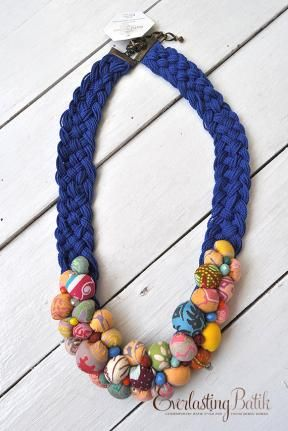 ACC1912.014 Batik Necklace