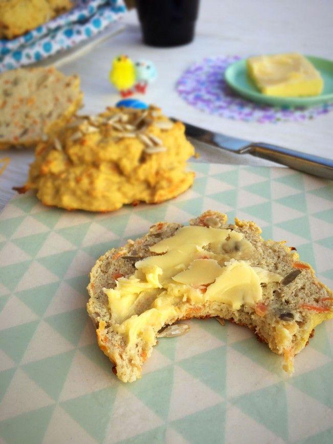 Glutenfrie gulerodsbrud med solsikkekerner - en virkelig lækker low carb bolle-opskrift --> Madbanditten.dk