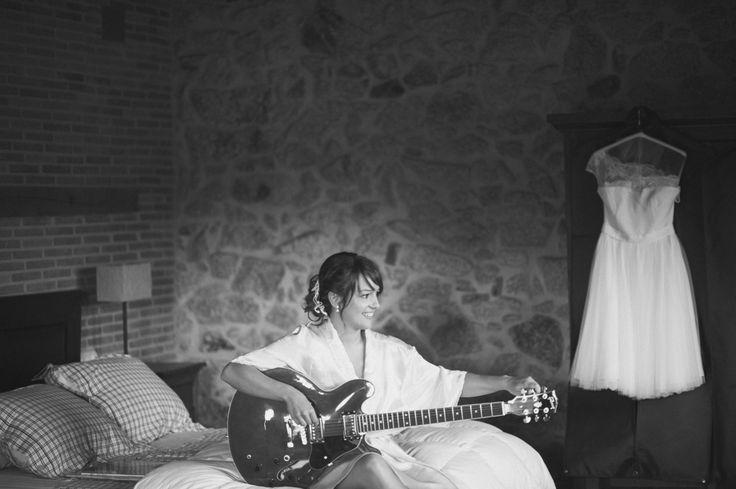 #bodaoriginal #musica #vestidodenovia #batadenovia #noviamusica #bodaengalicia #galicia #vigo #santiago www.lasonrisadebeatriz.es
