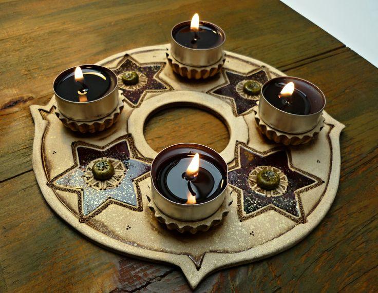 Adventní svícen 3. Keramický adventní svícen na 4 svíčky, keramická dekorace Průměr jeho je 20 cm