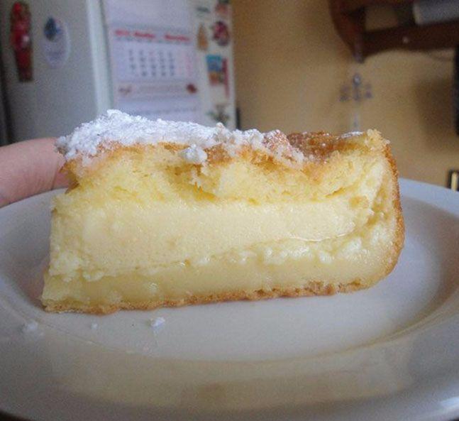 Экология потребления. Еда и рецепты: Умное пирожное — идеальный рецепт сладкой выпечки для занятой женщины. Здесь не нужно готовить отдельно бисквит, суфле и крем. Достаточно просто все перемешать