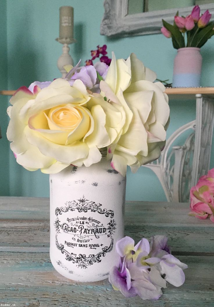 Biela Vintage sklenená dekorácia, váza