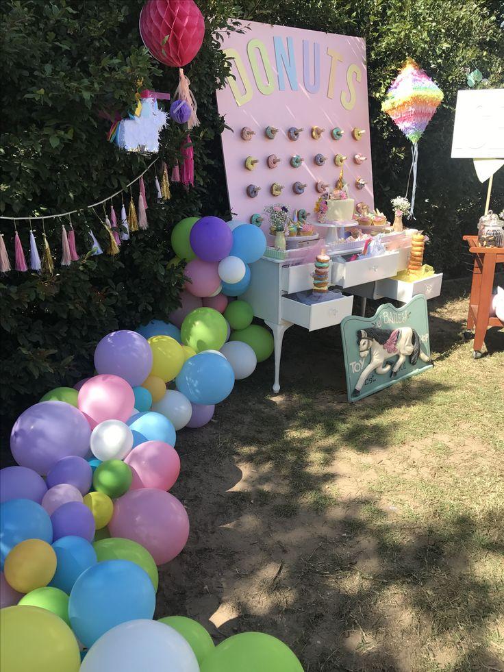 Organic pastel balloon garland. Unicorn party