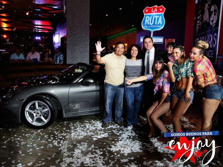 El feliz ganador de un espectacular Porsche con la Ruta de la Fortuna de Enjoy Santiago
